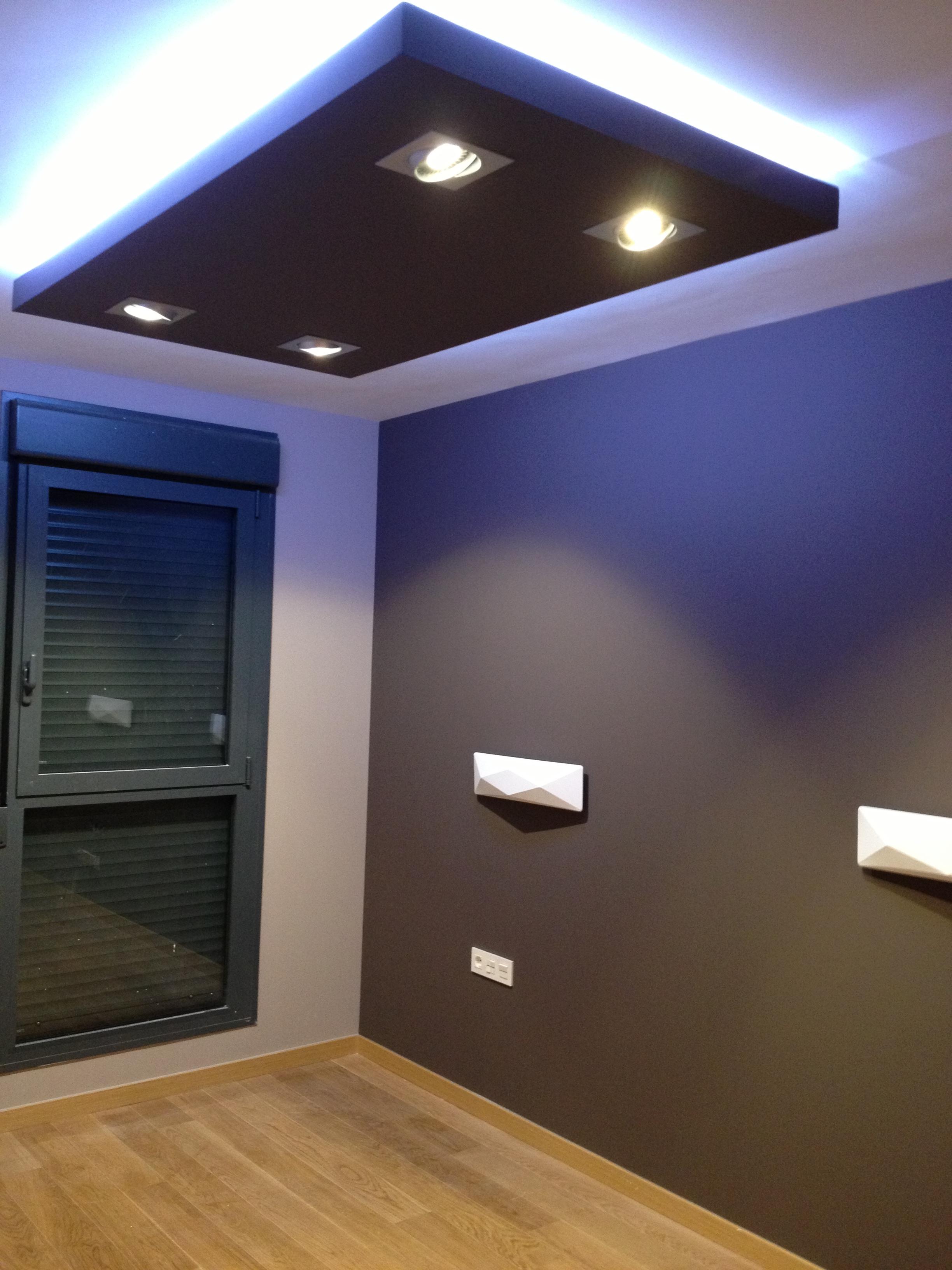 La escayola pladur y las tiras led hacen buen equipo - Luces de pared para dormitorio ...
