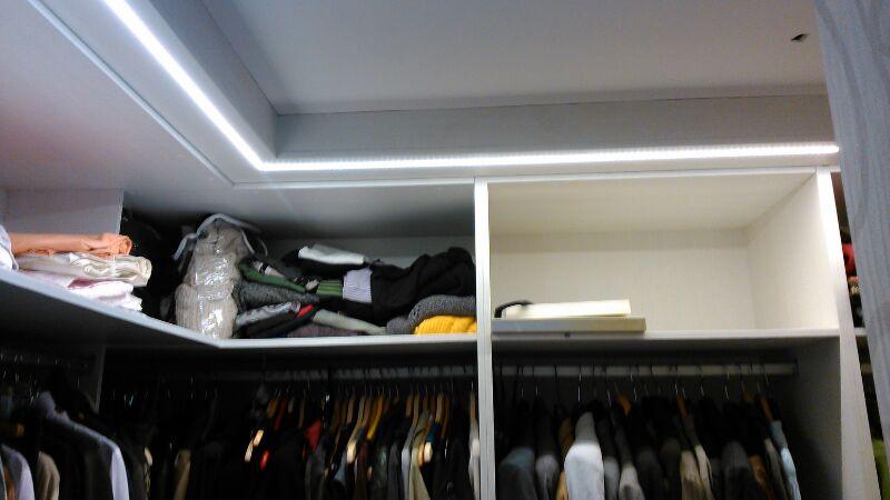 Tira de leds con perfil empotrado en armario blog - Iluminacion con tiras de led ...