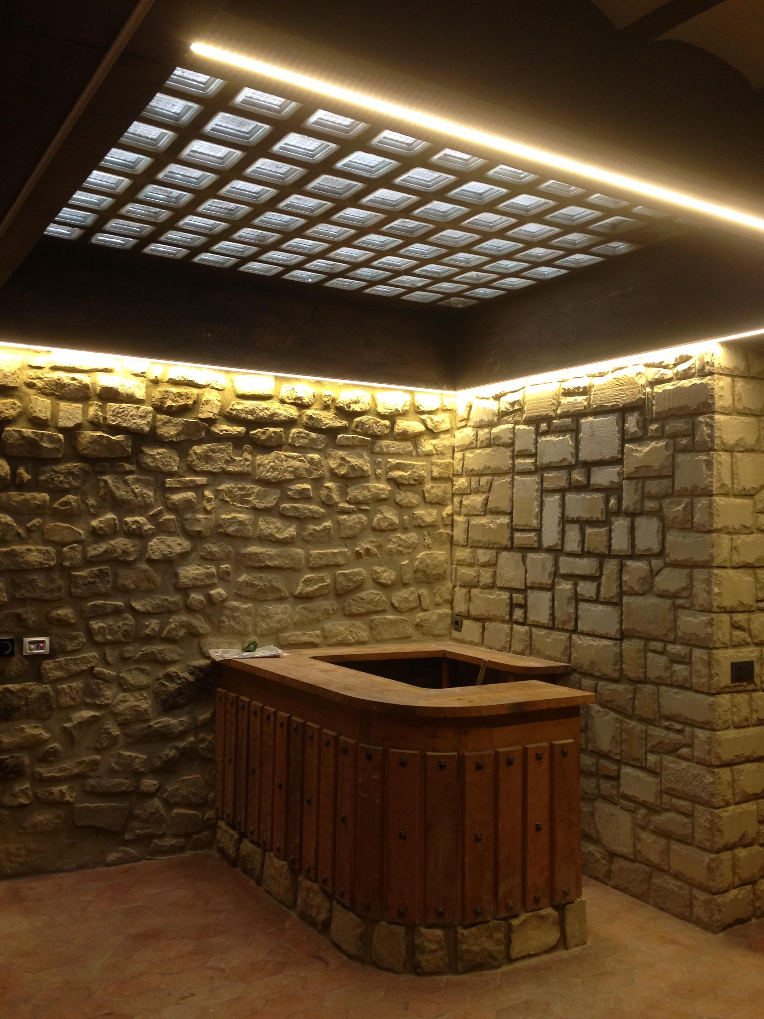 C mo se puede hacer una reforma de la iluminaci n sin - Lamparas para techos con vigas de madera ...