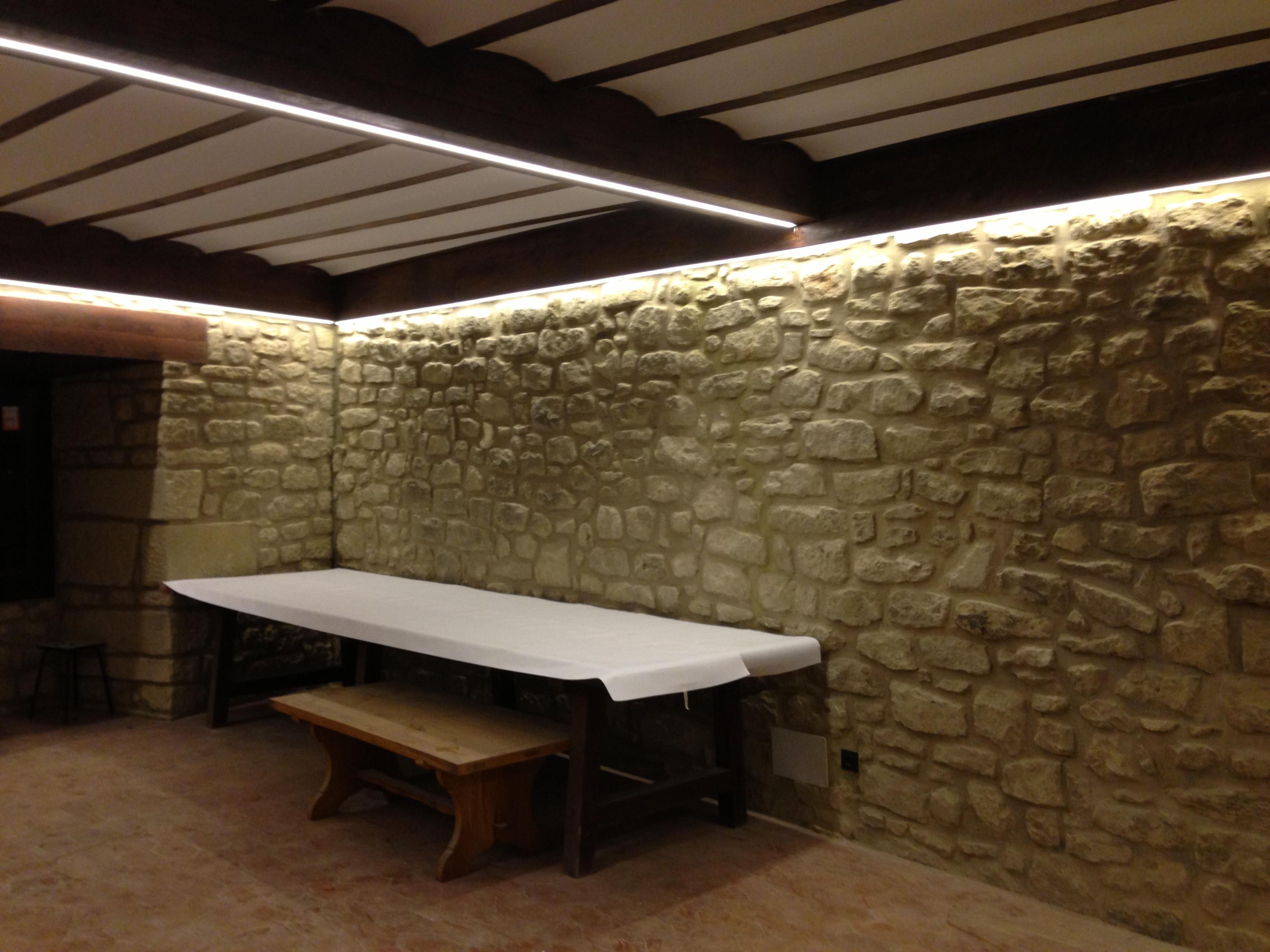 C mo se puede hacer una reforma de la iluminaci n sin - Pared de piedra interior ...